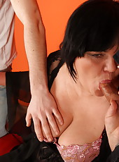 Big mature ho wants to taste some cum and have it in her ass