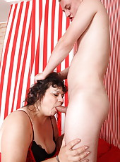 ATM fucking with mouthfuls of cum is this mom's favorite
