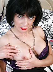 Gorgeous Anilos babe loves her purple vibrator