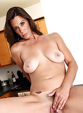 Anilos Mimi Moore fingers her cock hungry pussy