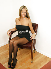 HotWifeRio lifts up her short skirt and shows off her crotchless pantyhose