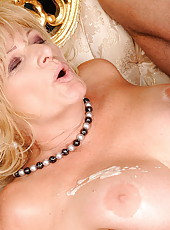 Hot mature shown her pussy and getting fucked hard
