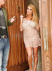 Huge titted blonde Taylor Wane cheating h husband