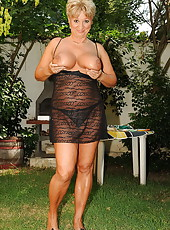 Such a big and busty mature lady who love sex