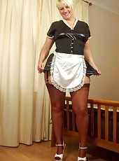 English maid clad in copper seamed stockings gets dirty on bed