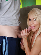 Ralph is such a hottie and has a gorgeous cock. He came to see