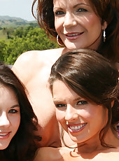 Here is a nice photo set I did with Deauxma & Shyla Jennings!