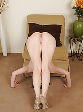 Gorgeous 40 year old RayVeness stuffs her mature pussy with panties