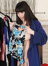 Beautiful MILF RayVeness looking hot as hell in her bra and panties