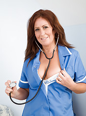 Sexy housewife Carol Foxwell from AllOver30 playing doctor right here