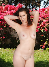 Sexy brunette MILF Tammy Sue from AllOver30 spreads her legs outside