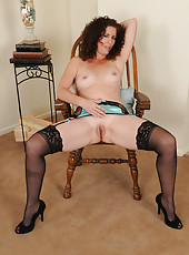 Sexy mature Tammy Sue from AllOver30 sits in a chair and opens up
