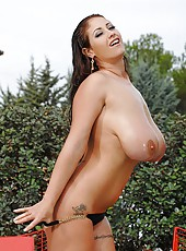 Eva Notty Lotions Up Her 34L Tits