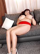 Joanna Bliss Jiggles Her Huge Jugs