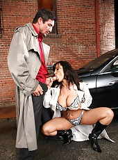Lisa Ann Fucking Starnger In Ally And Wears His Man Goo