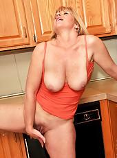 Hot Anilos Dawn Jilling finger fucks her horny juicebox