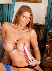 Pianist milf babe satisfies her throbbing pussy with a vibrator