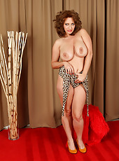 Buxom blonde Salinas in leopard skin lingerie gets naked all for you