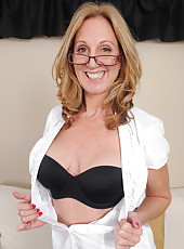 50 year old Jenna Covelli from AllOver30 relaxes naked after work