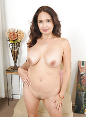 Brunette and elegant housewife Same pulls her mature pussy wide