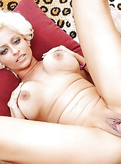 Sexy blond milf wiht huge natural tits gets her juicy pussy fucked and cum all over