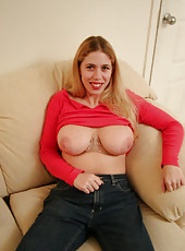 Big juggy huney licks her own nips