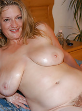 Hot milf with enourmous titties gets all creamed on