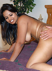 East indian hottie shows her big tits under her blouse