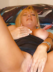 Former sorortiy babe brandi plays with her wet pussy