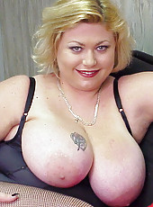 Mature mommy strips and oils up huge mammories