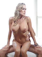 Hot woman needs plenty of hard cock