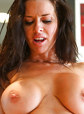 Sexy MILF Veronica Avluv can