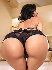 Yasmiine bounces her sweet plump booty until her tight juicy pussy gets wet