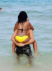 This hot chocolet ass ebony chick is so fine she has a big ass and soft deliciuse skin