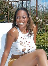 Hot ebony babe takes that tini bikini off and shakes that ass