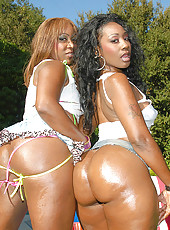 Hot horny ebony babes get freaky cum watch these hotties play