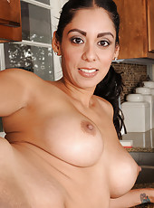 Sexy and exotic 33 year old Bianca Mendoza sprays down her box