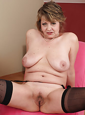 Old and elegant Donna Marie from AllOver30 spreads her asss open