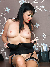 40 year old Elise Summers from AllOver30 prodding her elegant pussy