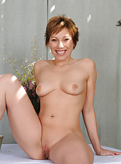 Redheaded MILF Brandi Minx shows off her mature shaven pussy