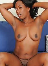 Chocolate brown MILF Sammi Ross slips off her slinky pink lingerie