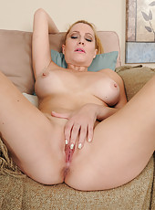40 year old Jennifer Best from AllOver30 slips a dildo deep inside her