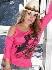 Hot country girl Alexa Thomas lips off her denim short and spreads wide