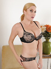 Blonde housewife Jennifer Best slips off her lace and fingers her box
