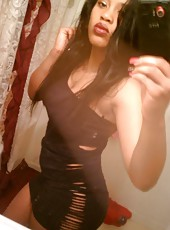 Gallery of an amateur black babe in various selfpics