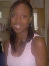 Ebony hottie poses slutty on cam