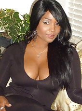 Sexy black hottie with big boobs and ass
