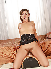 Her hairy bush meets the Sybian!