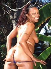Thick assed black babe putting out for the camera