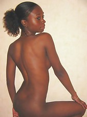 Pictures of two sexy amateur nubian chicks